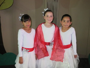 Anna, with her friends Zabdi and Estefanía, after the program.